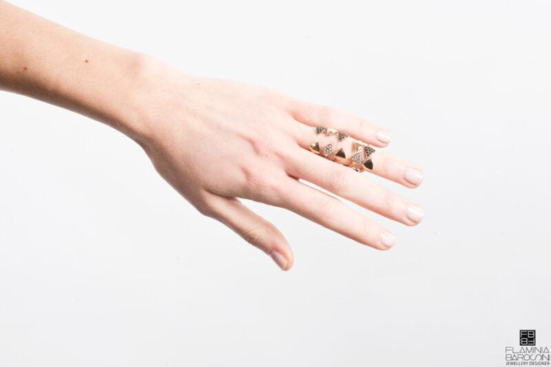 Anello dito Medulla zirconi bianchi e neri