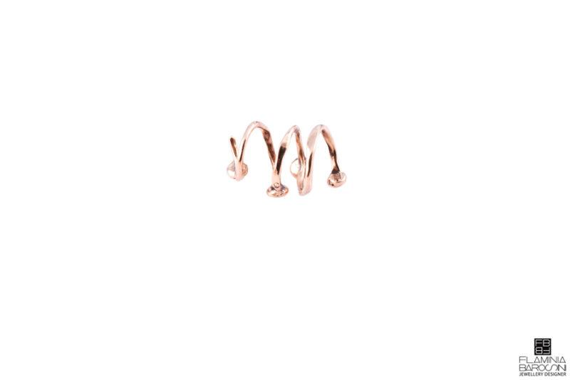 Anello dito amigdala zirconi bianchi e neri